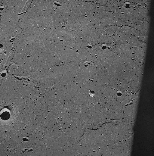 Apollo_11_-_Apollo_11_Mission_image_-_CSM_over_the_Sea_of_Tranquility_-_NARA_-_16683415