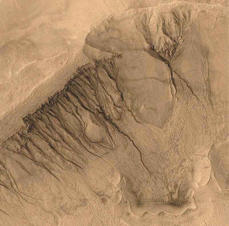 Mars_gullies.800px